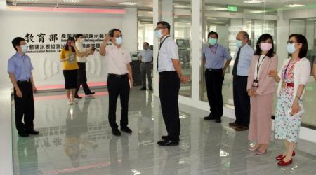 台積電主管率隊參訪龍華科大 深化人才培育及產學合作
