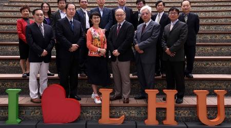 108學年大專校院註冊率,龍華科大蟬聯全國綜合型私立科大第一,圖為學校優質行政團隊。