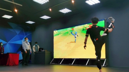 新北學子赴龍華科大體驗AR/VR,並透過3D人物建模及動畫模擬,了解如何製作3D動畫。