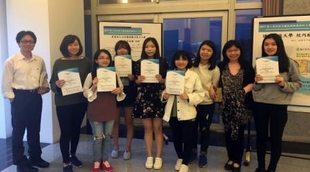 龍華科大學生參加2017 PVQC專業英日文詞彙與聽力能力大賽北二區區域賽,在機械、商管及餐飲類個人組奪下第一名,另獲得6項第二名、3項第三名,以及15名金頭腦獎。圖為國企系獲獎學生與指導老師合影。