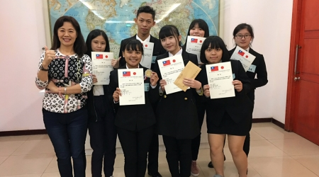 龍華科大觀休系鍾涓涓老師指導學生,參加第二屆台灣富士山盃日本葡萄酒國際盲飲品評競賽,獲大專A組第二、四名及大專A組1金4銀佳績。